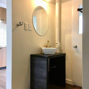 洗面台はコンパクトだけど、とっても可愛いの〜!(※写真は清掃前のものです)