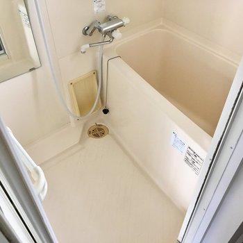 お風呂はしっかりサーモ水栓です。