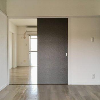 【洋室1】扉を外して広々させてもいいよね。