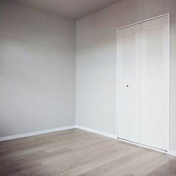 【洋室6帖】寝室にしても良さそうですね。