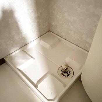 その横には洗濯機置き場があります