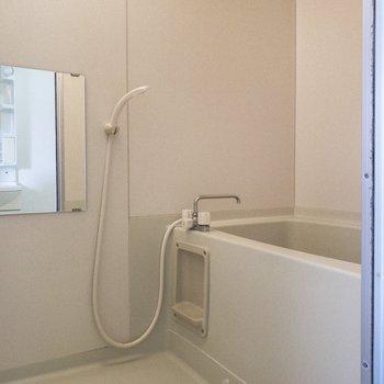 その向かいにはお風呂があります。※写真は前回募集時のものです