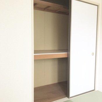 【和室】押し入れには敷布団と掛け布団も両方余裕で入りそうですよ。※写真は前回募集時のものです