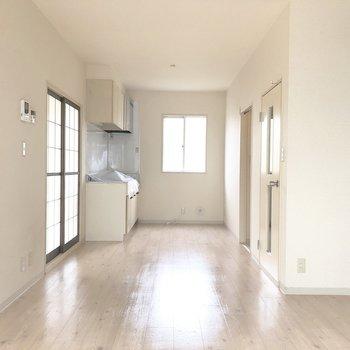 キッチンのそばにも窓があるので換気がしやすいですよ。※写真は前回募集時のものです