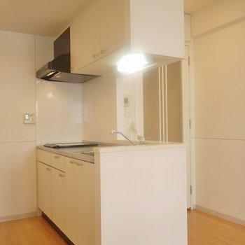 独立型のキッチン。※写真は、同タイプの2階部分。