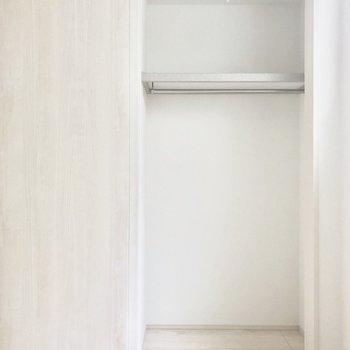 収納は奥行きもしっかりあって◎※写真は2階同間取り別部屋のものです