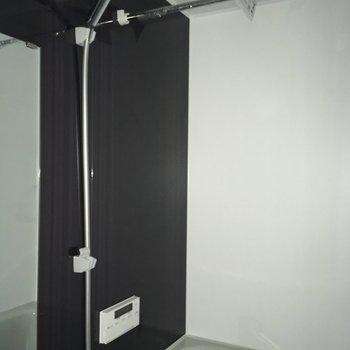 浴室乾燥もあるから、夜や雨の日の洗濯に便利。※写真は工事作業中・通電前のものです
