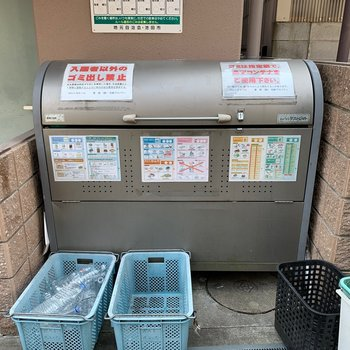 ゴミ置き場はマンションの裏に。