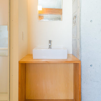 オシャレな洗面台。(※写真は3階の反転間取り別部屋のものです)
