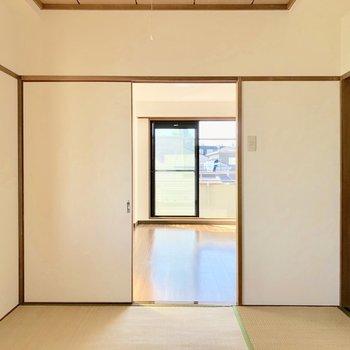 【和室】引き戸を開けておけば、奥の洋室から光が届きます