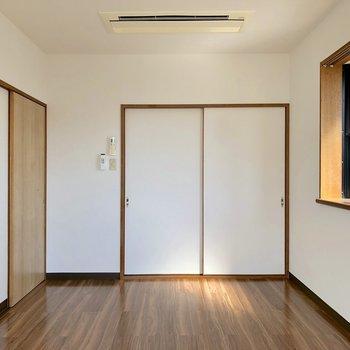 【洋室②】正面の引き戸は和室へ繋がっています