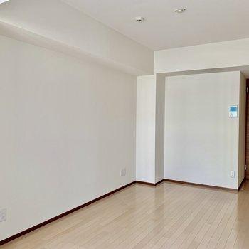 【LDK】ソファなど置いたりも。※写真は6階の同間取り別部屋のものです