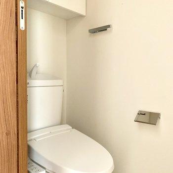 トイレは温水洗浄機付き※写真は6階の同間取り別部屋のものです