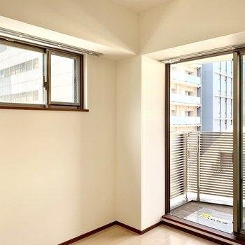 【洋室】二面採光で明るいです※写真は6階の同間取り別部屋のものです