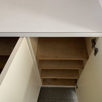 横にもちょっとした収納スペースがあります