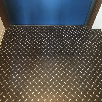 床材がクールでした!作業現場みたい