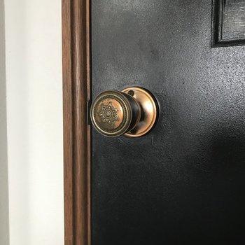 お部屋のドアが渋くて好き