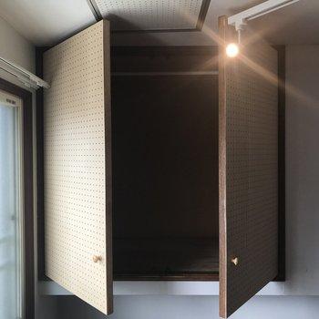 開けようとしたら、、 カーテンとライトのレールがぶつかって開口部が狭めでした汗