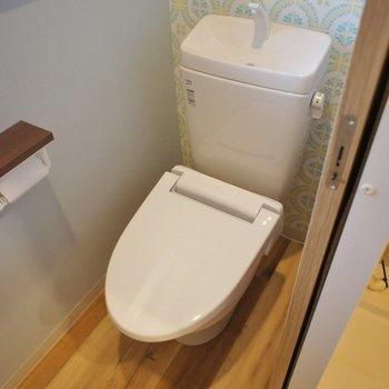 トイレのクロスは爽やかに。。。