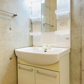 綺麗な独立洗面所