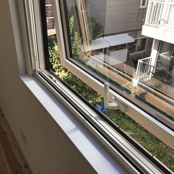 窓は開閉可能 網戸もついてます◎