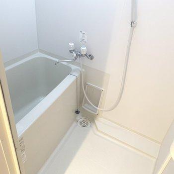 お風呂にも小窓があるのでしっかり換気◎