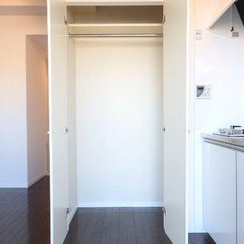 収納です。ひとり暮らしサイズ。 (※写真は6階の同間取り別部屋のものです)