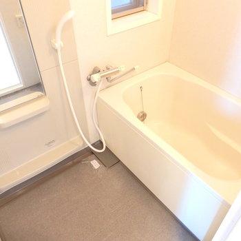 ゆったり浴槽。 (※写真は6階の同間取り別部屋のものです)