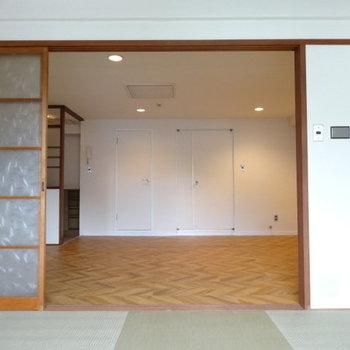 奥の2つの扉。何だかかわいい♪左側から開けてみよう!