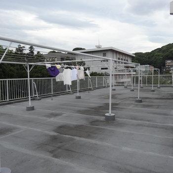 住人専用の屋上はお洗濯物を干したり、まどろんだりと自由に使えるスペースです。