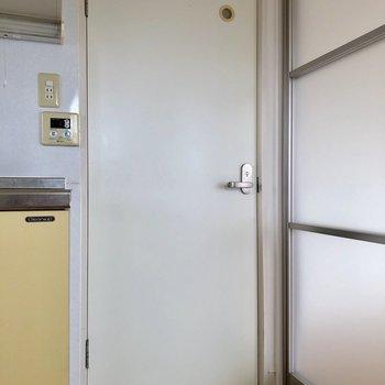 キッチン横にある扉の先へ※写真は通電前のものです