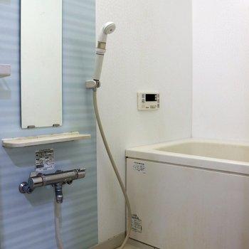 淡いグリーンの壁が可愛いお風呂