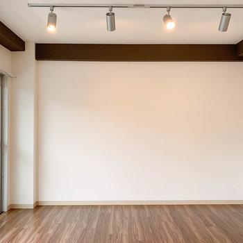 【洋室1】サイドはシンプルなので、家具配置もしやすいな。