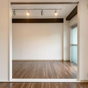 【洋室1】さて、お隣の洋室も見て見ましょう。