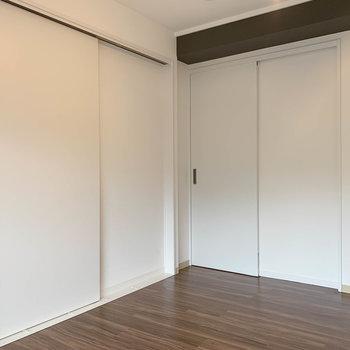【洋室2】引き戸を閉めて、空間を分けたりもできます。