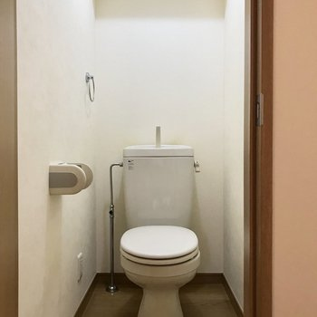 おとなりに。シンプルにね。※写真は1階の同間取り別部屋のものです