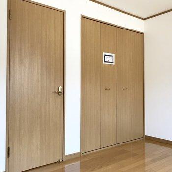 【洋室①】寝室にちょうどよさそう◯※写真は1階の同間取り別部屋のものです