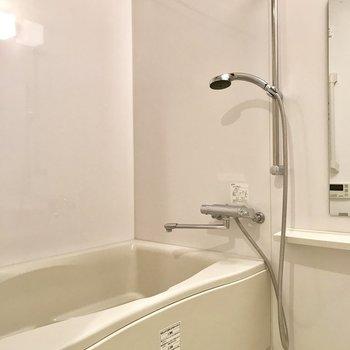 嬉しい浴室乾燥機付き※写真は1階の反転間取り別部屋のものです