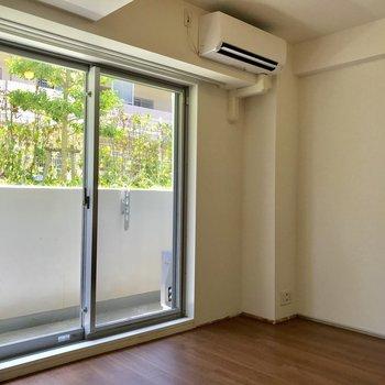 1階だけど爽やか※写真は1階の反転間取り別部屋のものです