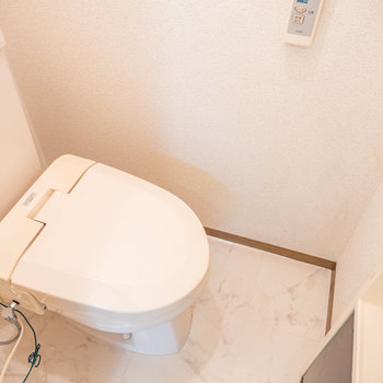 トイレはウォシュレット機能※写真は2階の同間取り別部屋のものです