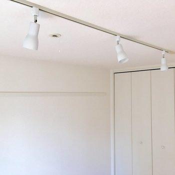 天井にはスポットライトが備えられてます。※写真は前回募集時のものです