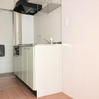キッチンのスペースも十分ですね。手前に冷蔵庫と洗濯機を置けます。※写真は前回募集時のものです
