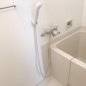 浴槽は正方形です。