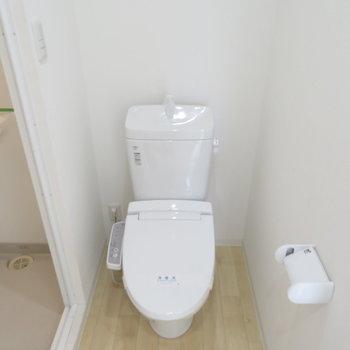 トイレはシャワー室の前