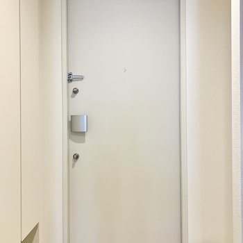 シューズボックス下にも靴を置けますね※写真は7階の同間取り別部屋のものです