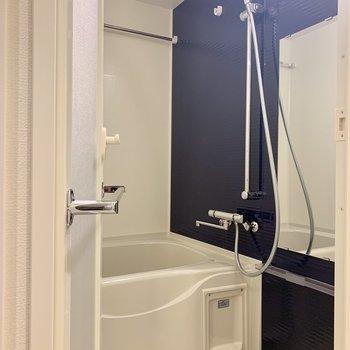 浴室乾燥機付きですよ〜※写真は7階の同間取り別部屋のものです