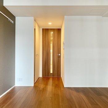 温かみが感じられる空間です※写真は7階の同間取り別部屋のものです