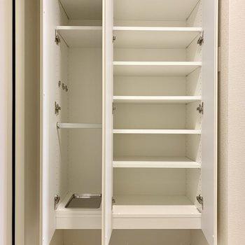 シューズボックスには靴がたっぷり入りますね※写真は7階の同間取り別部屋のものです