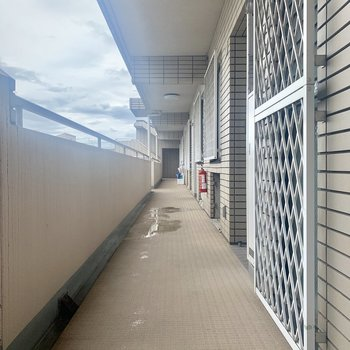 共用部は屋根付きで雨の日でも安心
