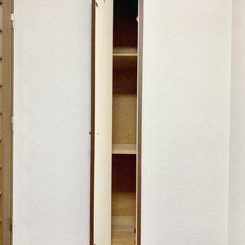 【LDK】ドア横にスリムな収納があります